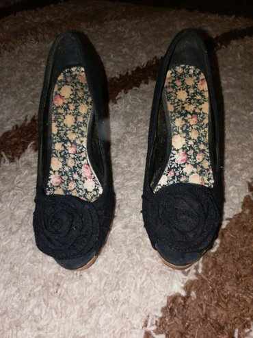 Crne cipele pluto sa cveticem otvoreni prsti - 38 broj, 12 cm stikla V - Kraljevo