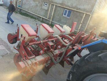 Toxum sepen ve yeri şumlayan satilir. Qiymeti 2000 azn‼️.Traktora
