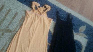 Haljine - Pirot: Dve haljine veličine M. Prilagođavaju se telu. Nisu nosene. crna i