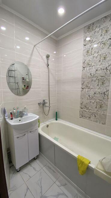 Продажа квартир - Бишкек: 105 серия, 3 комнаты, 62 кв. м Бронированные двери, Лифт, Без мебели