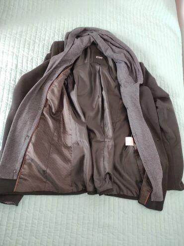 Теплый пиджак в хорошем состояние, капюшон съемный