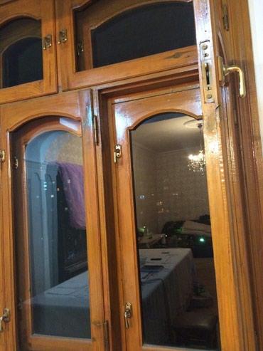 Bakı şəhərində Temiz taxtadan olan 160 x 160 ikideneli pencere. ela veziyyetdedir.
