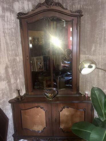 Kuća i bašta - Valjevo: Stilska ugaona vitrina i komodaU dobrom stanju Lepo očuvana nije