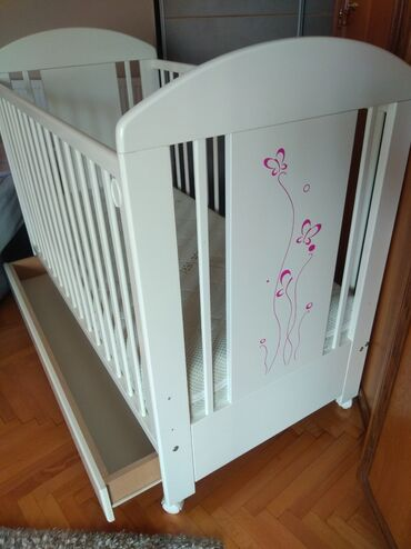 Za decu - Raca Kragujevacka: Krevetac bebi kao nov korišćen za dva deteta ali vrlo maloPoseduje
