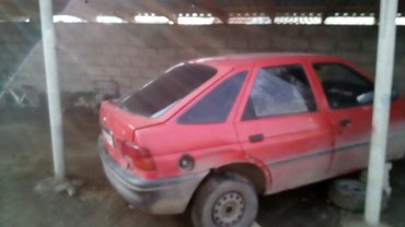 Продаю или обмен Ford escord 2003 г цвет красный хорошее состояние в Токмак