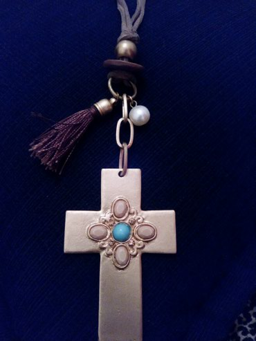 Mακρυ εντυπωσιακό κολιέ με μεταλλικό σταυρο σε Αθήνα