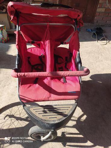 Продается коляска MamaLove для двойни, Есть в комплекте дождевик