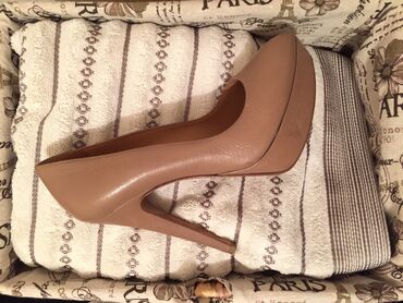 шелковые рубашки женские купить в Кыргызстан: Женские туфли. Размер 36 из Италии. Совсем новые, натуральная кожа