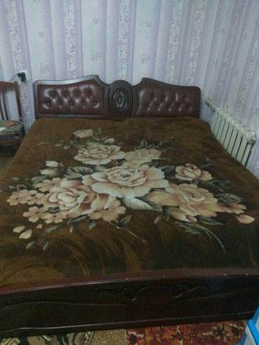 Продаю двуспальную кровать с матрасом в Бишкек
