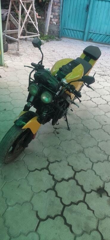 Honda в Токмак: Продаю мотоцикл Хонда VFR400K с документами 2001 год 6 ступенчатая