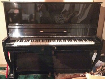 oğlan üçün məktəb forması - Azərbaycan: Zarya piano. Pula ehtiyac olduğu üçün satılır