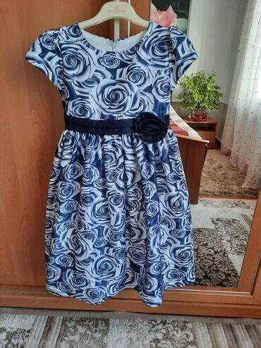Детская одежда и обувь - Кыргызстан: Продаётся платье на возраст от 9 до 11 лет. Одевали 1-раз. Состояние