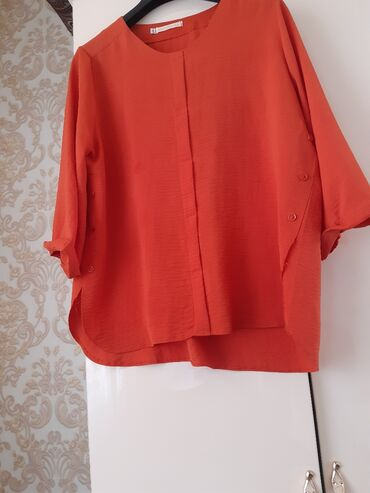 Личные вещи - Александровка: Блузка размер 48 - 50 цвет оранжевый очень красивоя новая