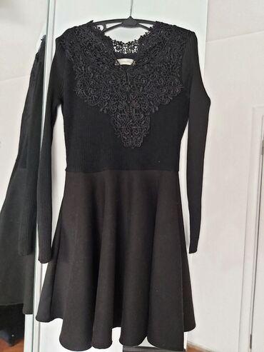 Haljina cipele - Srbija: Crna dzemper haljina od debelog matrijala sa cipkastim detaljem oko
