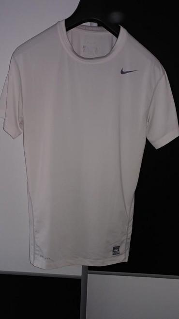 Evropska-usa - Srbija: Nike slim fit kompresiona majica bele boje,original Nike, kupljena u