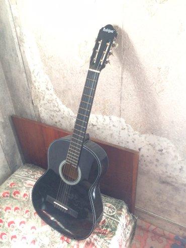 Xırdalan şəhərində Gitara satilir qiymeti 100 manat isdeyen olsa buyyrsun asagi yerirede