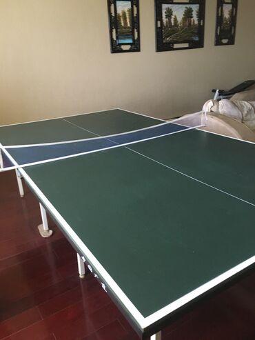 Теннисный стол в хорошем состоянии Мячикисетка в подарок . Для