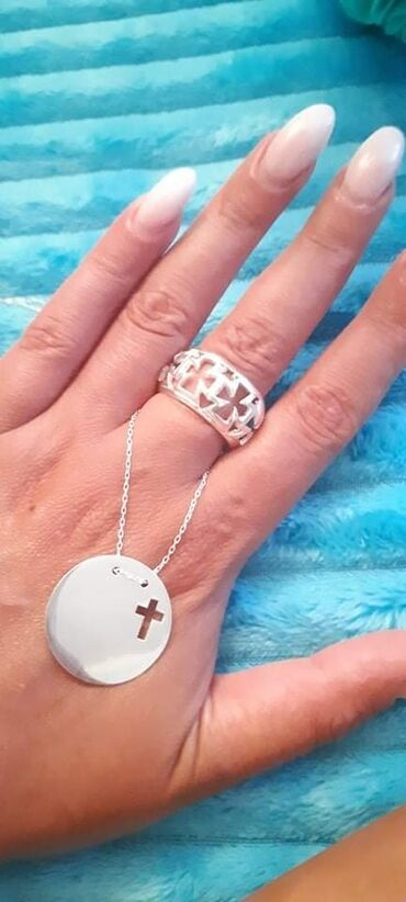 Nakit - Srbija: Set ogrlica i prstenMoze i odvojenoSrebroOgrlica, cena 1800 dinara