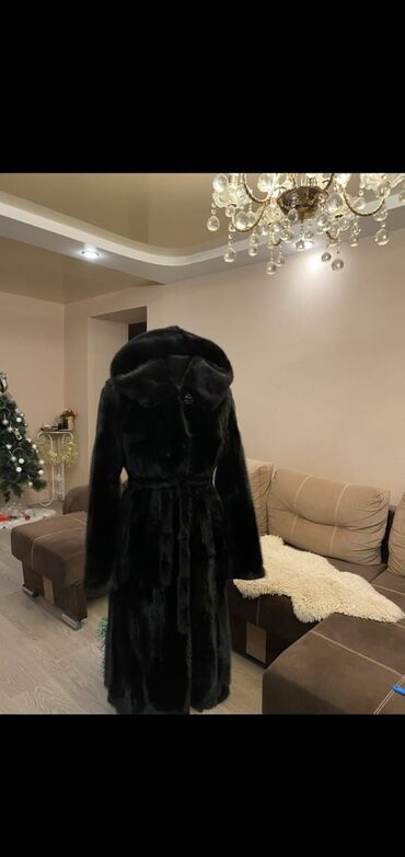 уступки будет в Кыргызстан: Продается натуральная цельная шуба 44-46 размер в отличном состоянии