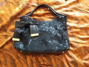 сумка черного цвета в Кыргызстан: Шикарная сумка кожа-лазер отделка шитье-ришелье.От Valentino (Италия)