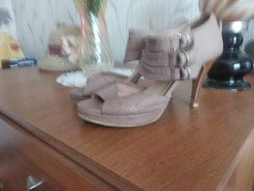 Женская обувь в Чолпон-Ата: Недорого продаю б/у босоножки 36 р.за120сомов