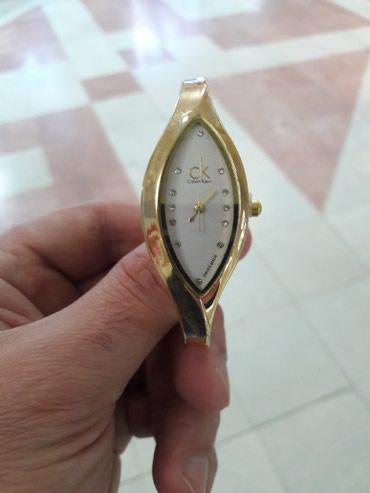 Bakı şəhərində Qadın Qol saatı