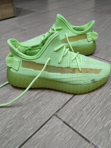 Подростковые кроссовки размер 34-35 в хорошем состоянии