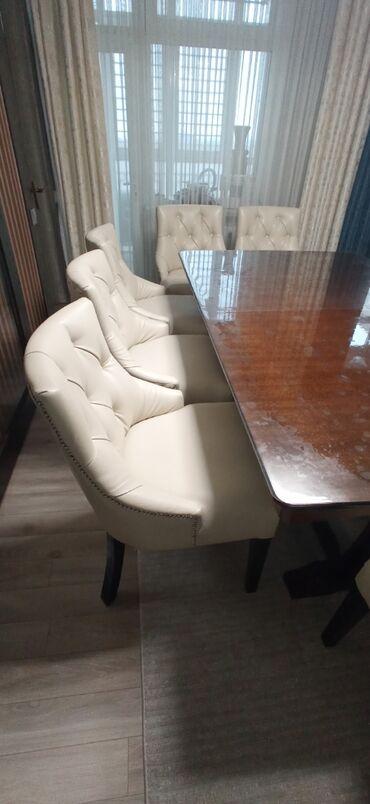 Мягкие стулья в каретной стяжке