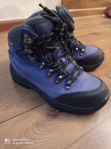 Спортивные кроссовки очень теплые и удобные, носила один раз в горы