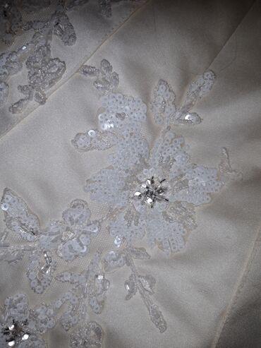 Платье свадебное новое . Размер 46 .Рост на 160 -170 см сзади платья