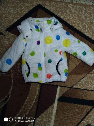 одежда больших размеров бишкек в Кыргызстан: Белая красивая курточка размер 1.5-2 -2. 5 годика в хорошем состоянии