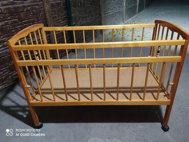 Детская кроватка от 0 до 3х лет.в отличном состоянии матрасик в