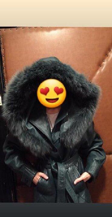 Ramena duzina sirina - Srbija: Skupoceni original mantil brenda Valentino, izradjen je od cvrste koze