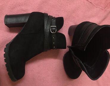 Ženska obuća | Crvenka: Gležnjače  Čizmice, materijal poput prevrnute kože.  Broj 37-38 Kao no
