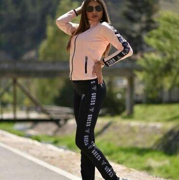Ženska odeća   Sopot: Guess roze crna ženska trenerka koplet po magaconskoj ceni u slučaju
