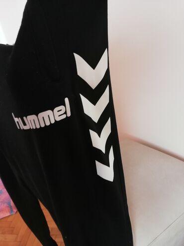 Hummel trenerke - Srbija: BISEX HUMMEL TRENERKA DONJI DEO! Veličina proizvoda je M, mogu ga kori