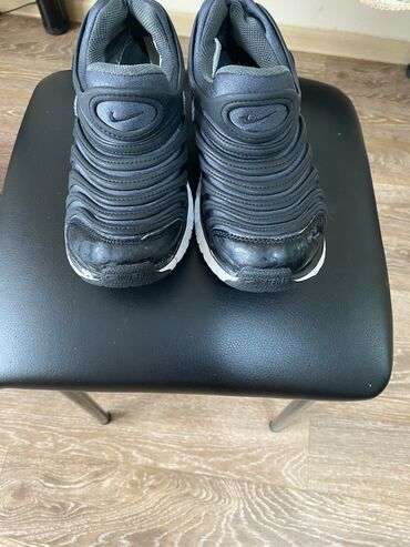 Кроссовки Nike в хорошем состоянии покупала в Корее 32 р