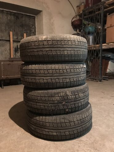 шины 195 65 r15 зима в Кыргызстан: Продаётся комплект зимней резины Bridgestone  195/65 R15 Цена: 12 000
