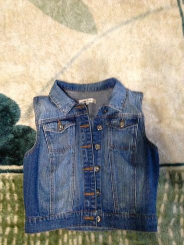 Продаю джинсовую жилетку на девочку в Бишкек