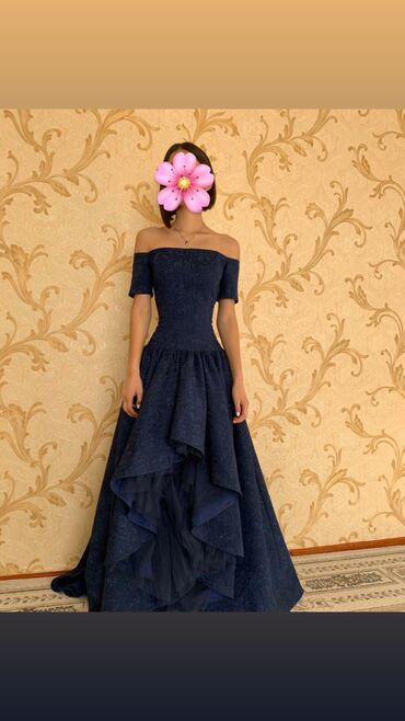 велюровое платье миди в Кыргызстан: Итальянское платье, почти новое, надевали лишь один раз, на выпускной