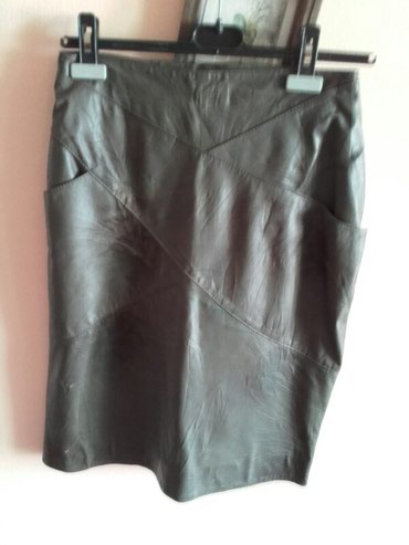Komplet suknja - Srbija: KOZNI KOMPLET jakna i suknja od prave mekane koze, tamno zelene boje -