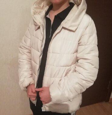 женская куртка осень весна в Кыргызстан: Женская куртка осень-весна Размер 42-44 Состояние Б/У Цвет кремовый