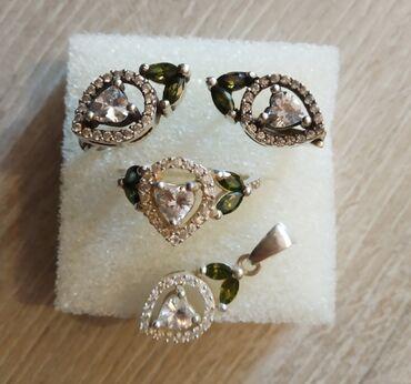 Красивый набор из серебра: -кольцо -кулон -серьги носила только 2 раза