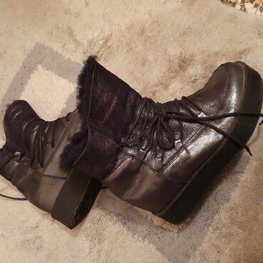 Jakna sa prirodnim krznom - Srbija: Zenske cizme,sa prirodnim krznom,nosene samo jednu sezonu,jako tople