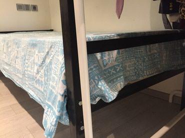 Односпальная железная кровать с в Bakı