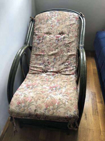 Garnitura od ratana! Dve fotelje, klubski stocic i mali noćni, lenjiva