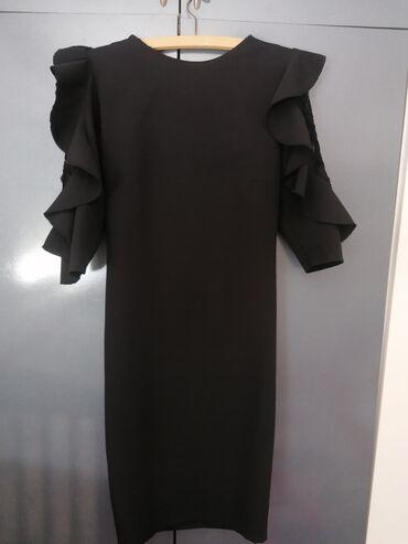 Svecana haljina sa karnerima, odgovara s i m velicini. Samo skinuta