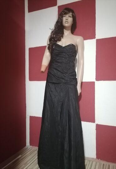 NOVO!!! Jedna haljina tako moćna, tako savrsenog kroja, sa repom