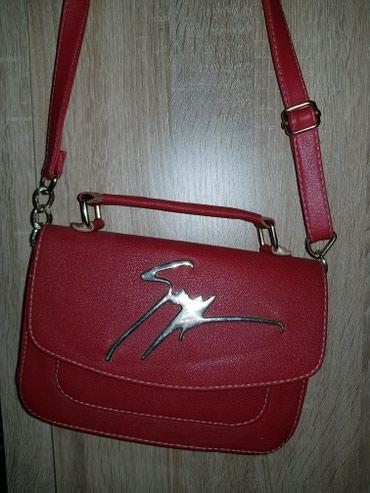 Tašne   Srbija: Crvena torbica