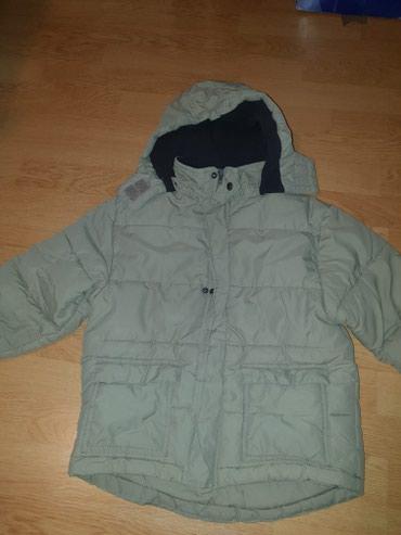 Dečije jakne i kaputi   Batajnica: Ocuvana jakna za decaka maslinaste boje velicina 128 bez ostecenja